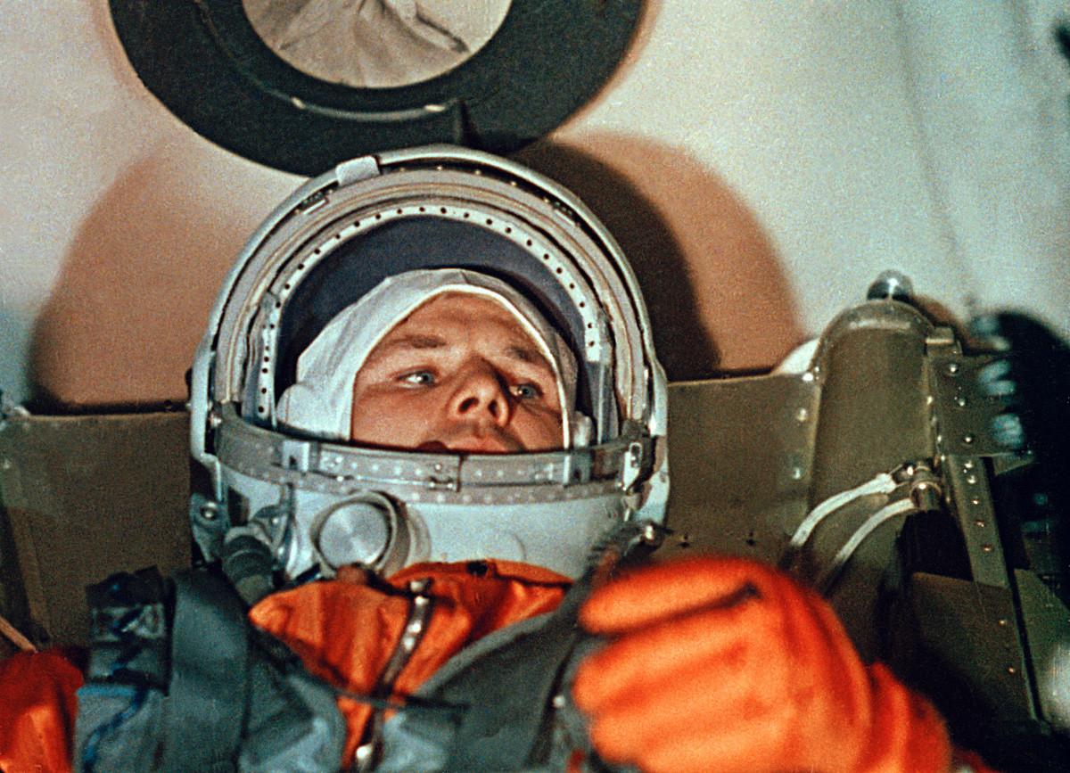 Kosmonot Yuri Gagarin dalam pesawat luar angkasa Vostok-1.