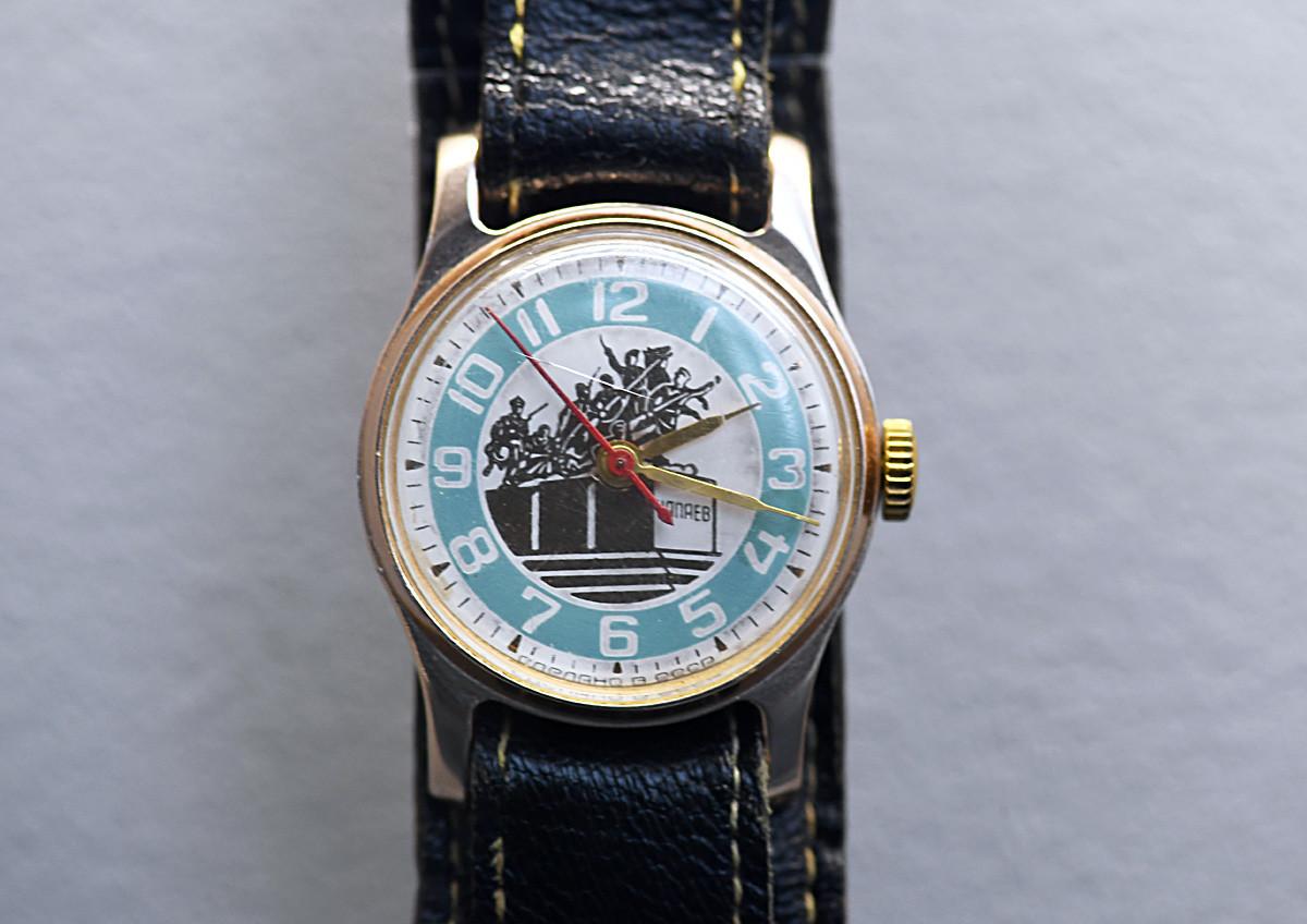 Jam tangan Shturmansky.