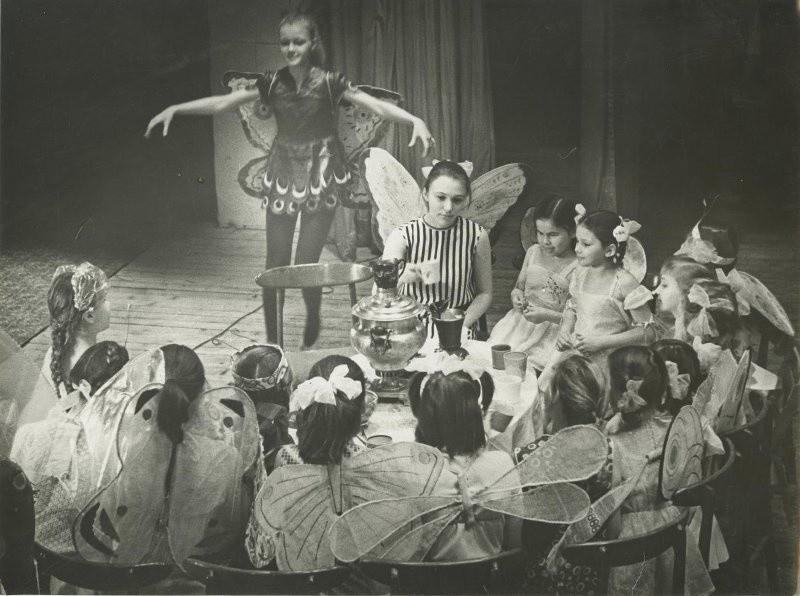Школьный театр. Спектакль «Муха-цокотуха», 1970-е