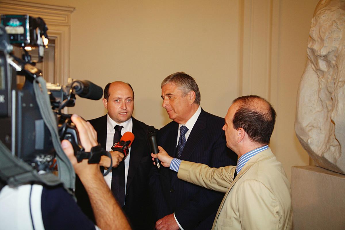 Trani (kiri) dan politisi Rusia Pavel Borodin di Italy, 2010.