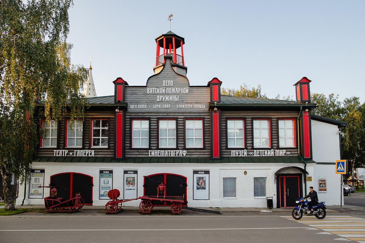 Gasilni dom, kino, gledališče in muzej, Vjatskoje, Rusija