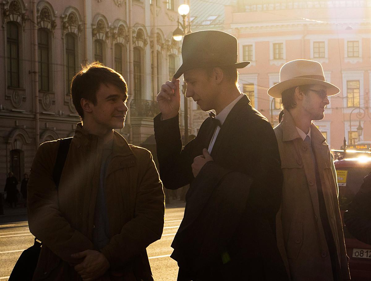 Mladi u Sankt-Peterburgu.