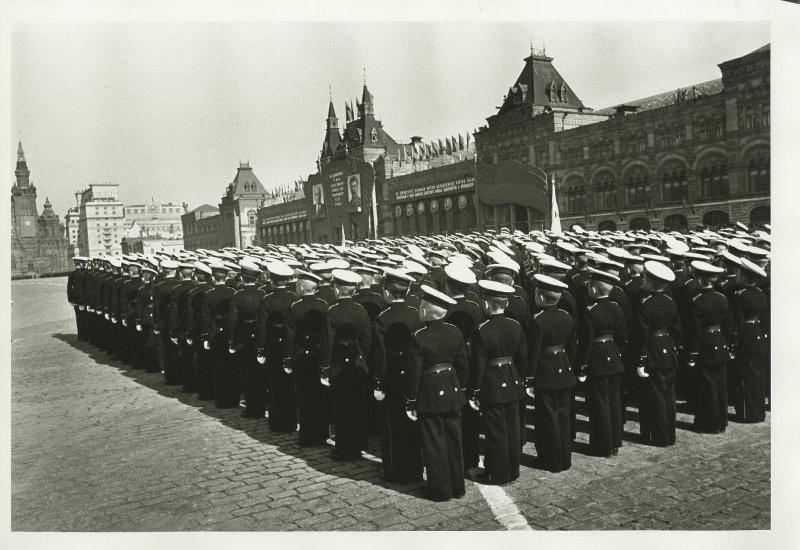Суворовци на Црвеном тргу 1. маја 1946.