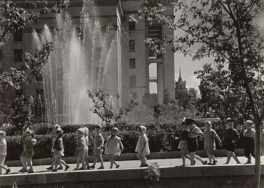 Pagi hari di Alma-Ata, 1950-an.