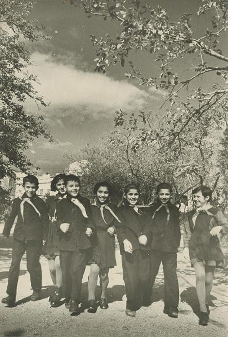 Anggota Pionir, 1960-an.
