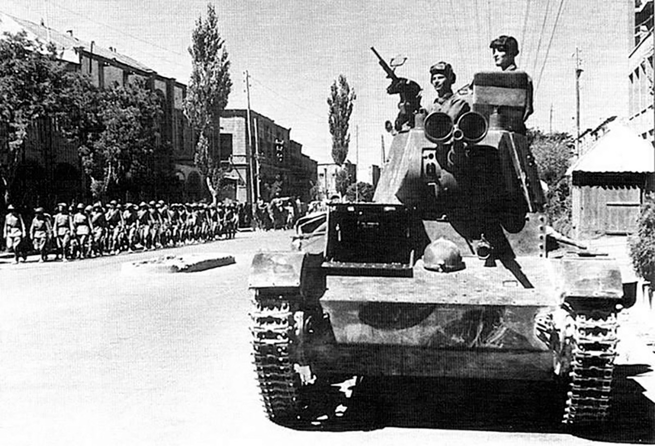 Le truppe sovietiche a Tabriz