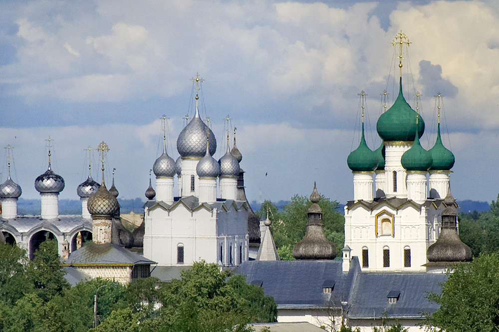 Rostov kremlin. Southwest view from bell tower of Savior-St. James Monastery. From left: Cathedral belfry, Church of Hodegetria Icon, Resurrection Church over North Gate, Church of St. John the Divine over West Gate. July 2019