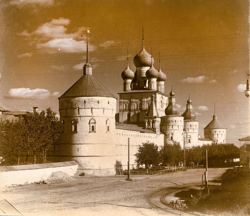 Rostov kremlin. West wall with Church of St. John the Divine over West Gate. Northwest view. Summer 1911