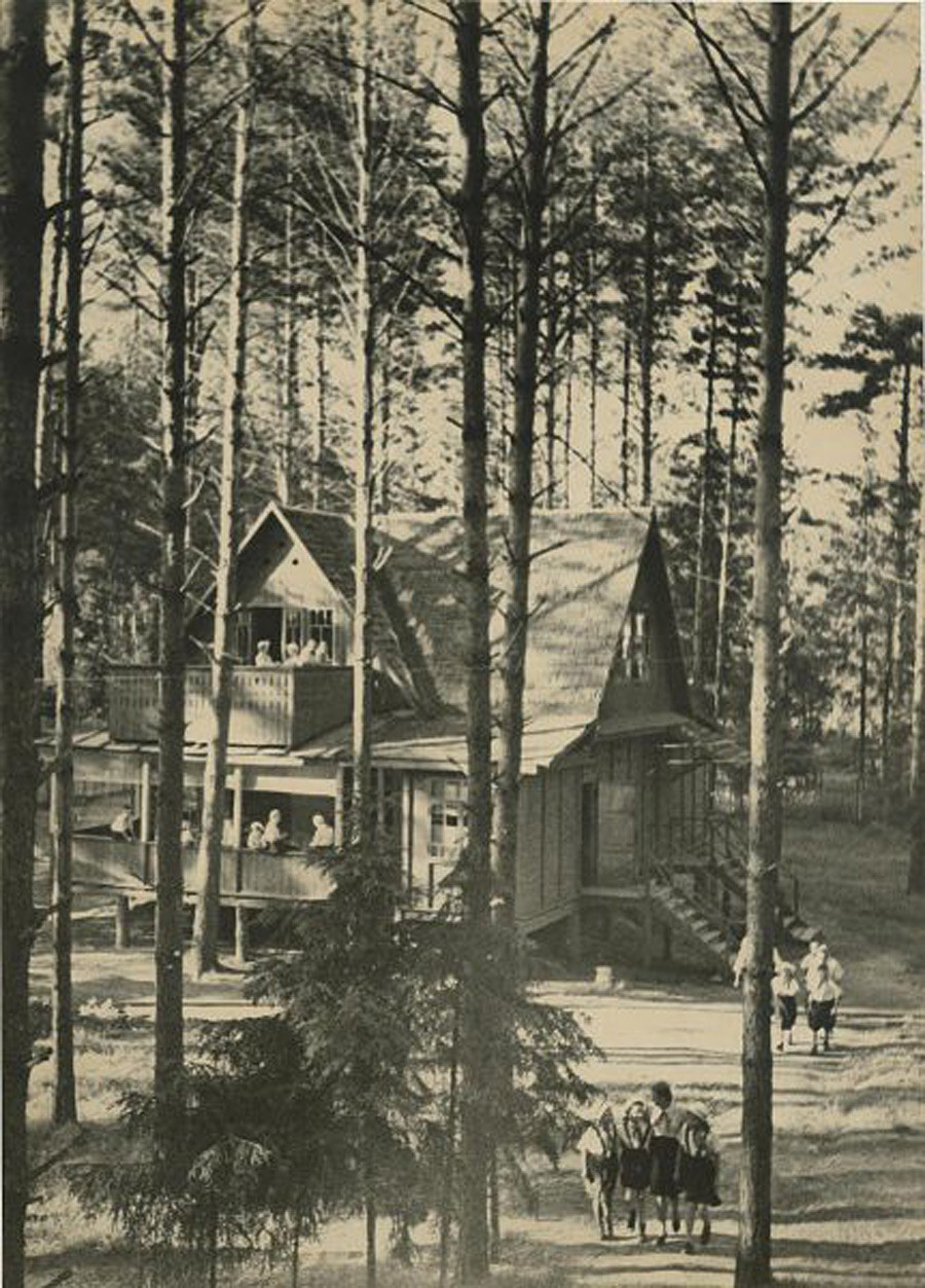 Camp de pionniers, 1930
