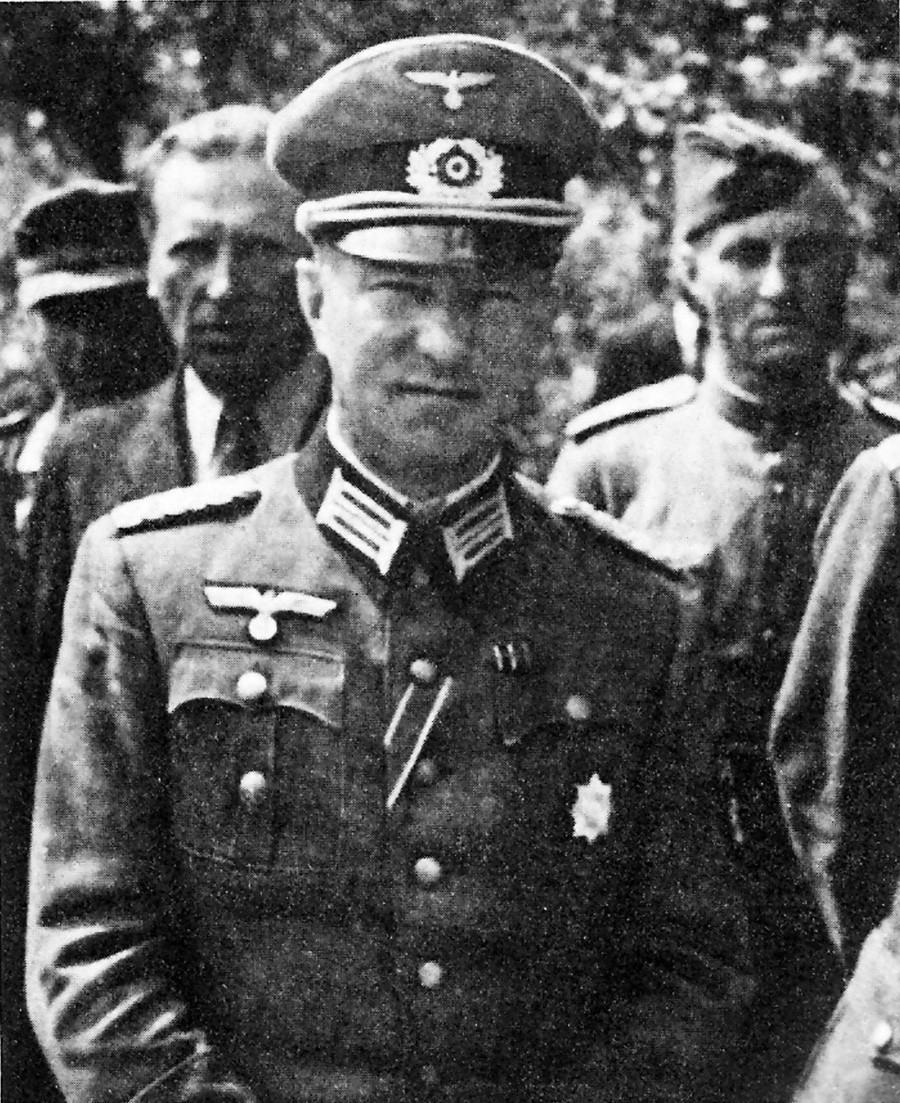 Борис Хольмстон-Смысловский.
