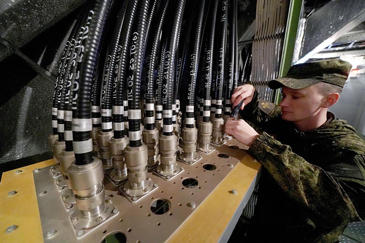"""Техничко опслуживање радарске станице """"Вороњеж-ДМ"""" у насељу Дунајевка, Калињинградска област."""