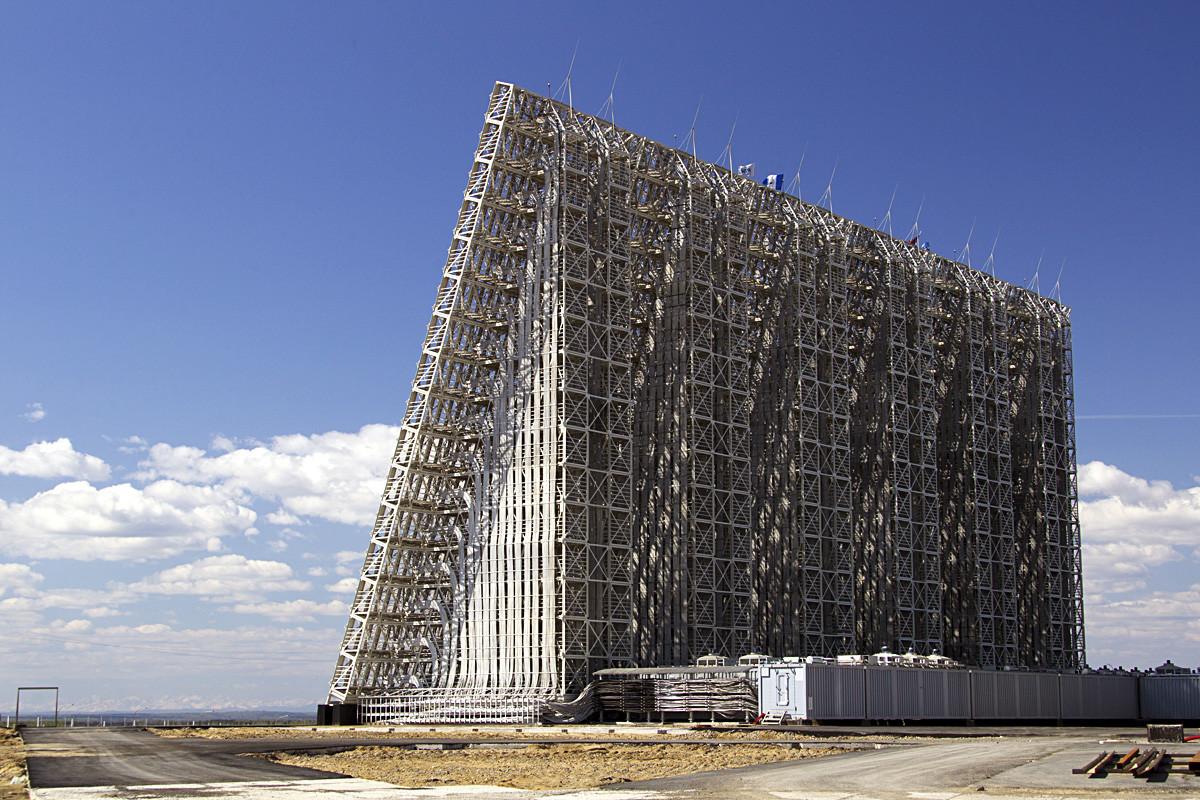 """Радарска станица за рано откривање ракетног напада класе """"Вороњеж"""", Усоље-Сибирско, Иркутска област."""