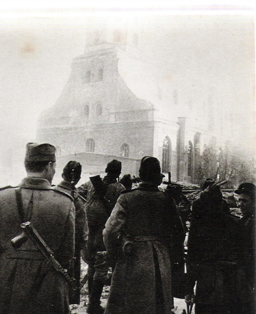 Советски војници во Рига. Октомври 1944 година