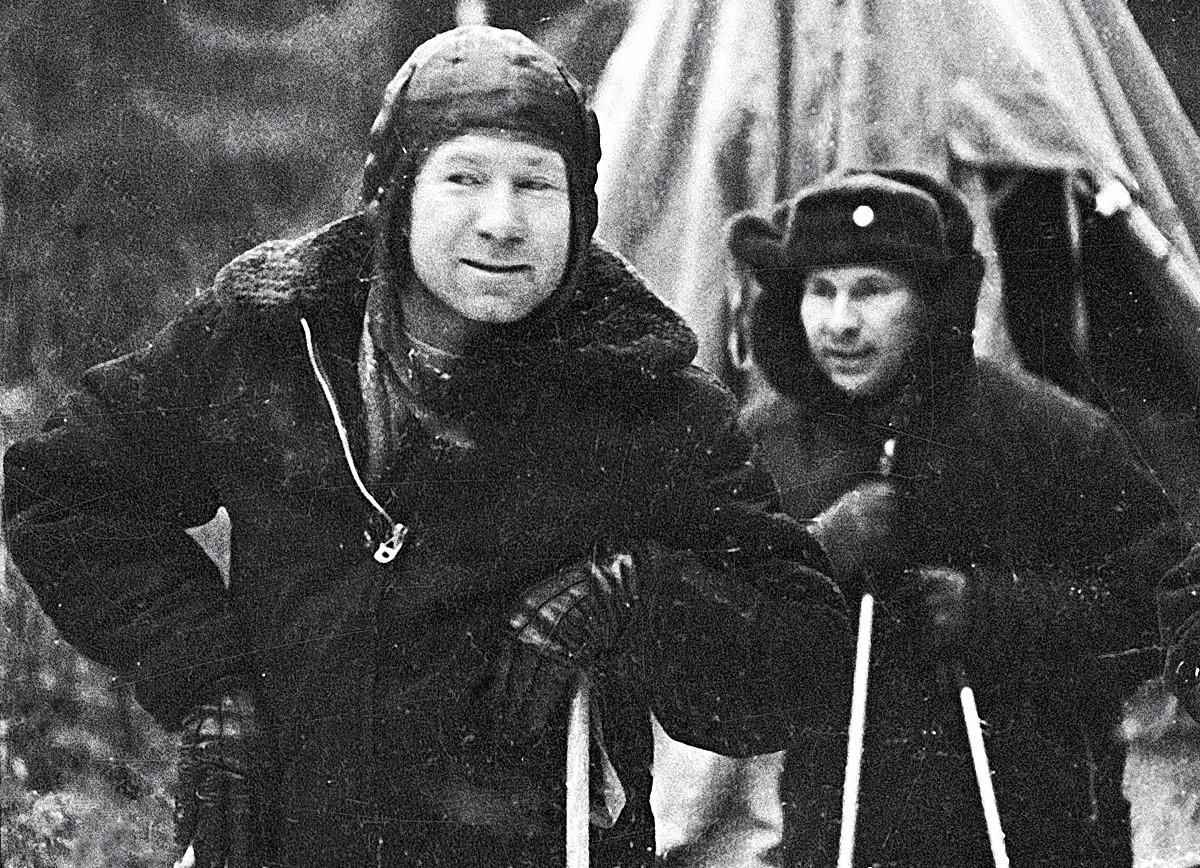 Leonov in Beljajev v gozdu na severnem Uralu, kjer sta pristala.