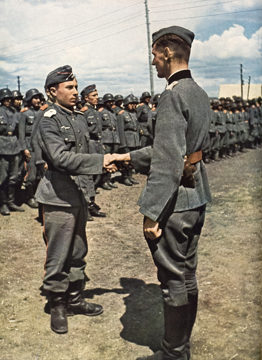 Prostovoljci Ruske osvobodilne vojske in kozaškega polka Platon, ki so se borili na strani Nemčije
