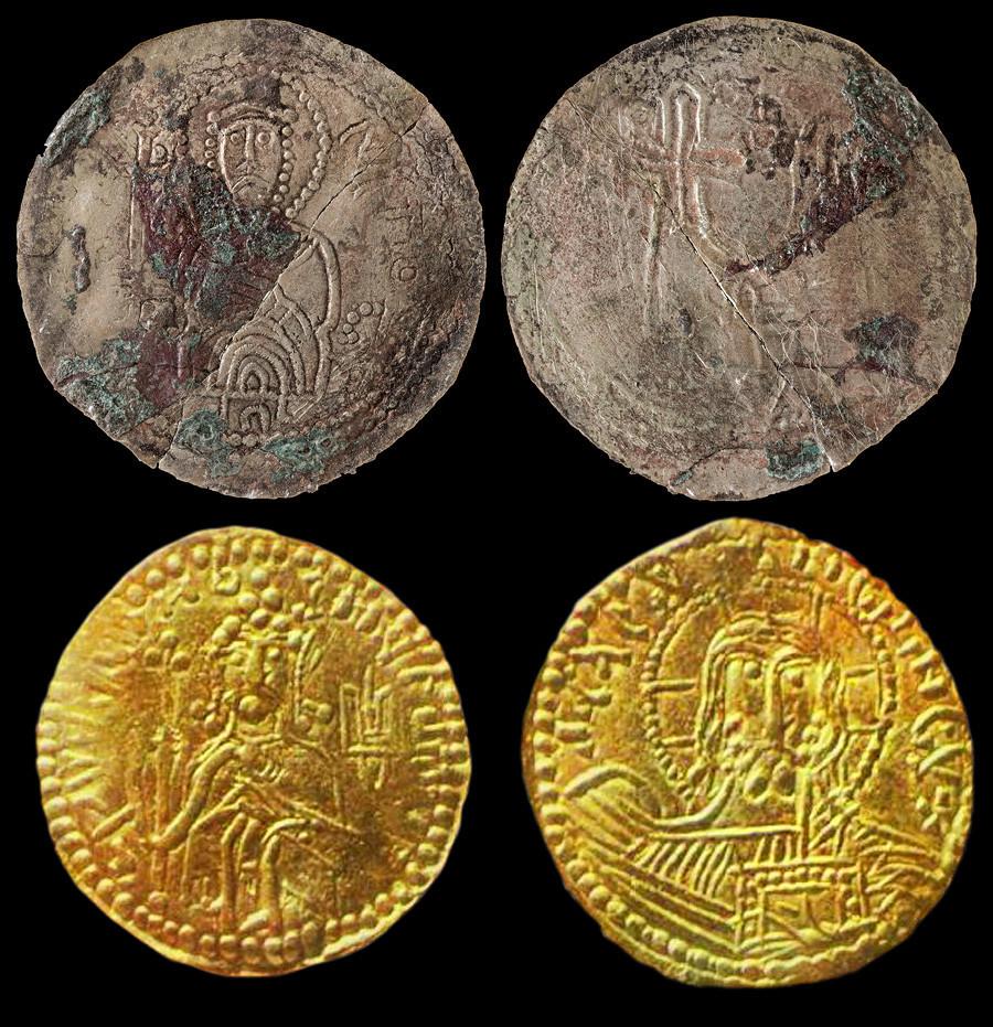 Сребърник (монета) на Светополк Проклетият (отгоре), златна монета (монета) на Свети Владимир (отдолу)