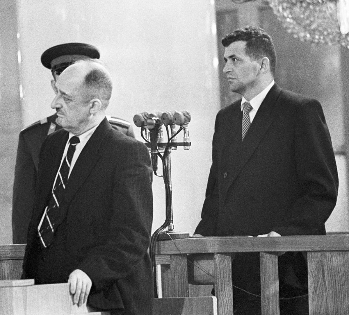 American pilot Francis Gary Powers (R) hears out the verdict of the Military Board of the USSR Supreme Court on August 19, 1960 during an open session in the Pillar Hall of the House of the Unions.