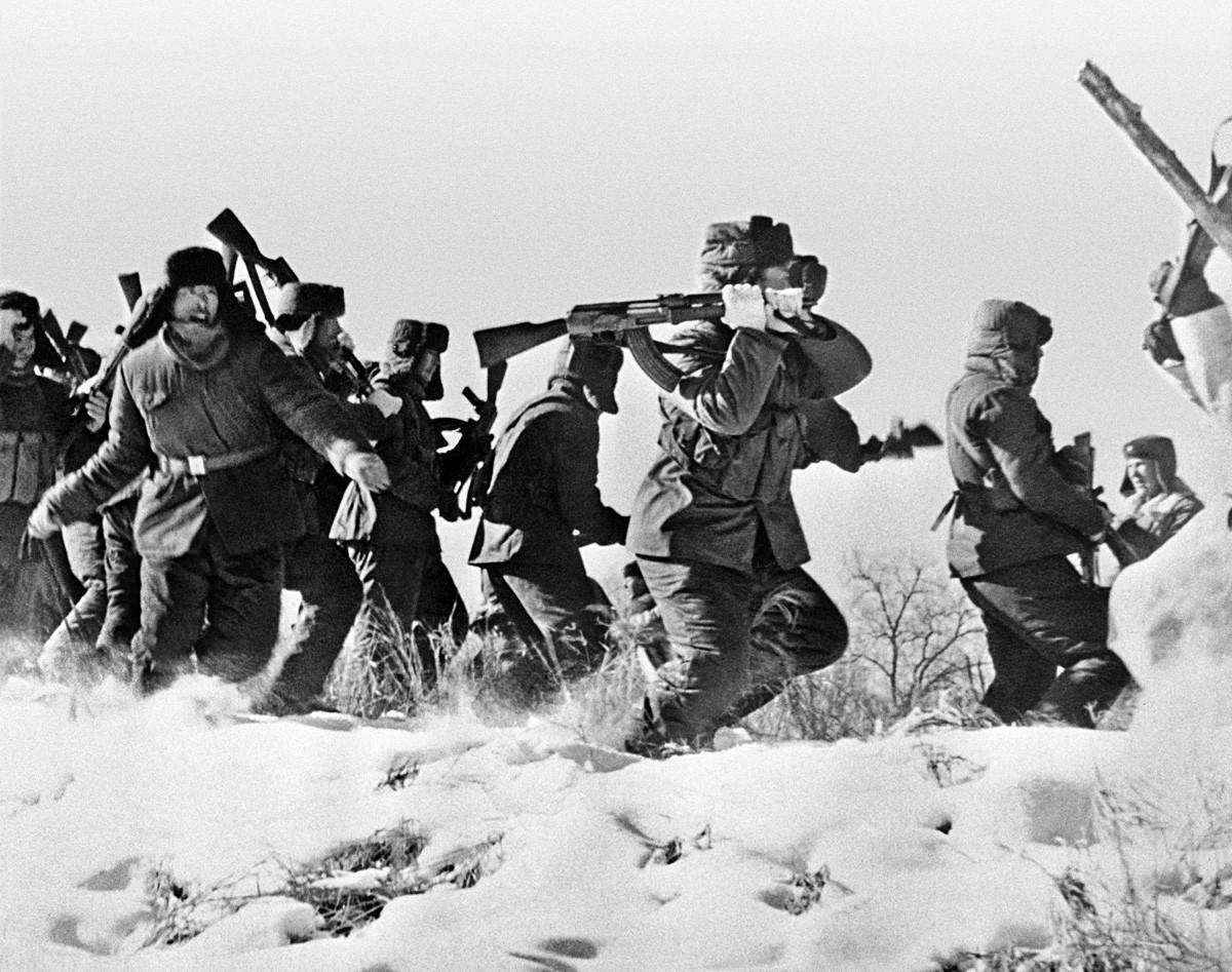The 1969 Soviet-Chinese border conflict. Chinese soldiers trying to enter Damansky Island in the USSR.