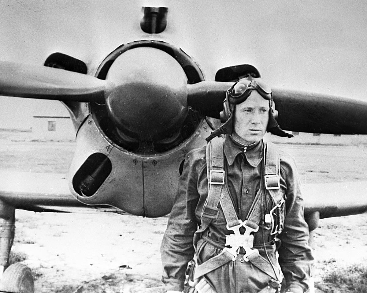 Alexei Leonov saat menjadi kadet sekolah penerbangan.