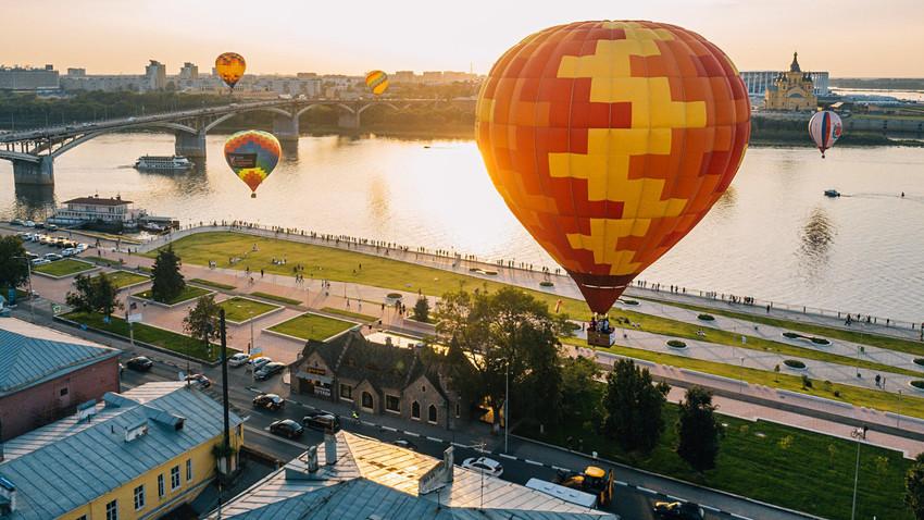 Le ciel de Nijni Novgorod animé par une nuée de montgolfières