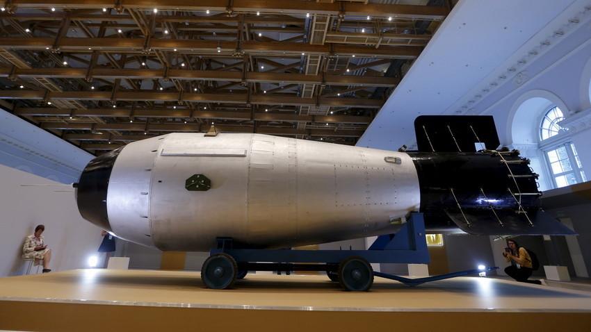 """Replika ruske termonuklearne bombe AN602 (""""Car-bomba""""), 31. kolovoza 2015, Moskva, Rusija."""