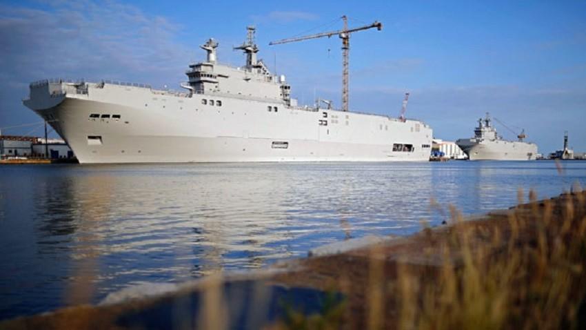 Два десантни кораба тип Mistral