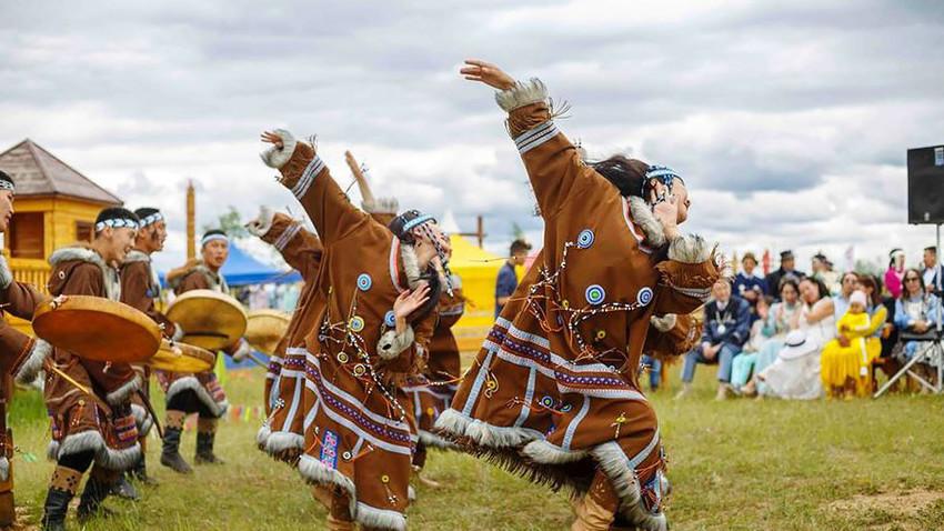 Традиционален јакутски танц