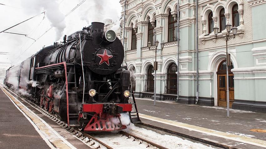 Kereta api antik di Stasiun Rizhsky, Moskow.