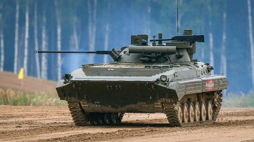 O BMP-2M equipado com o módulo Berejok,