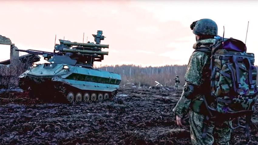 """Борбен робот """"Уран-9"""""""