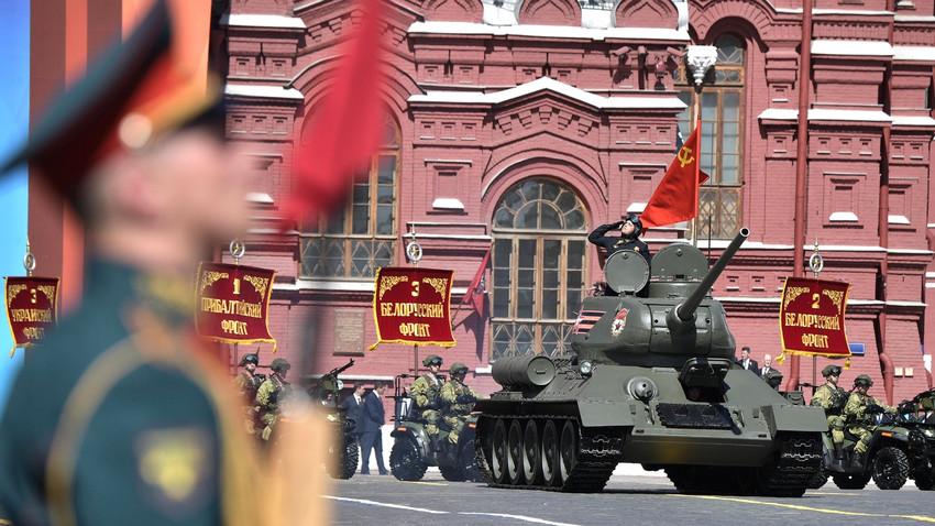 Sovjetski T-34 na ruski vojaški paradi v Moskvi 9. 5. 2018