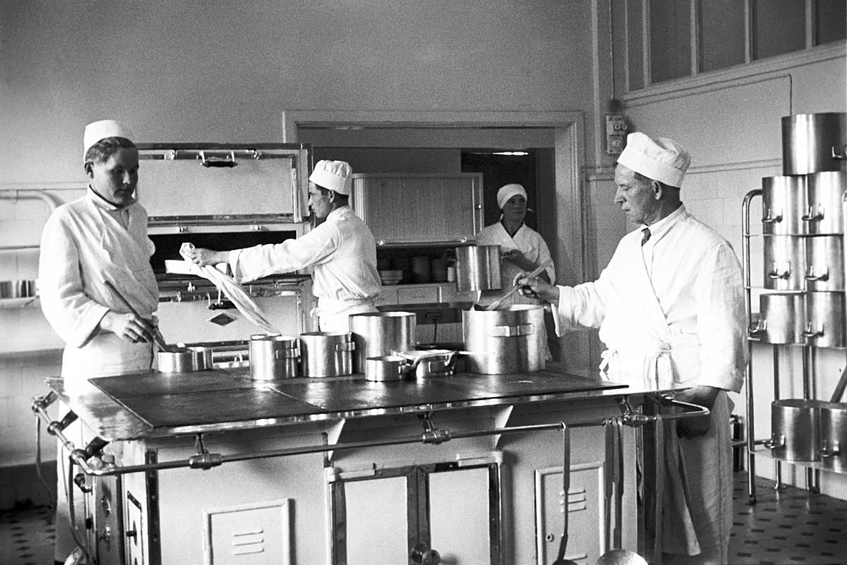 Tsentrsoyuz-Kislovodsk Health Resort. The kitchen.