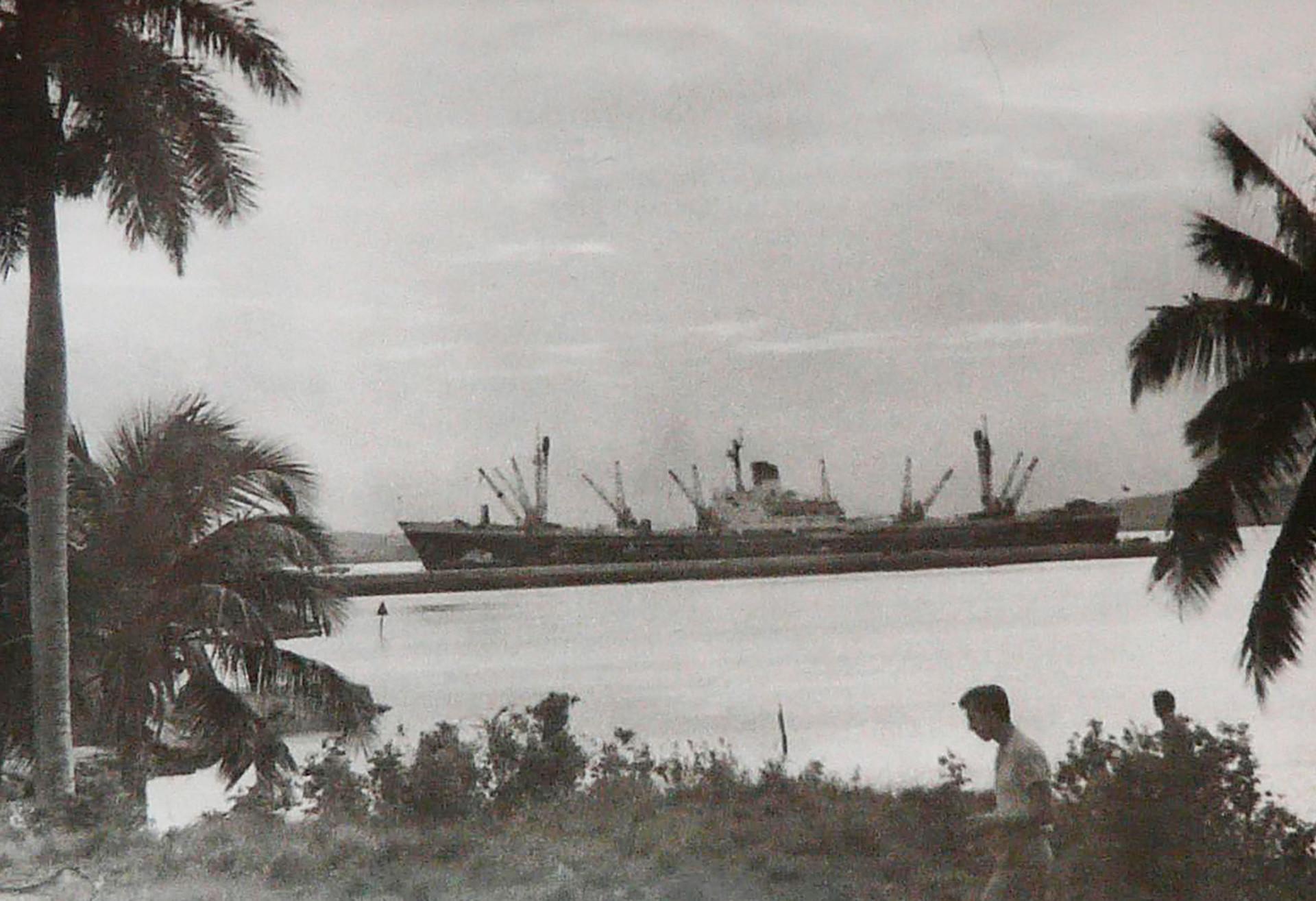 Cargueiro soviético Iliá Mietrikhov em Cuba