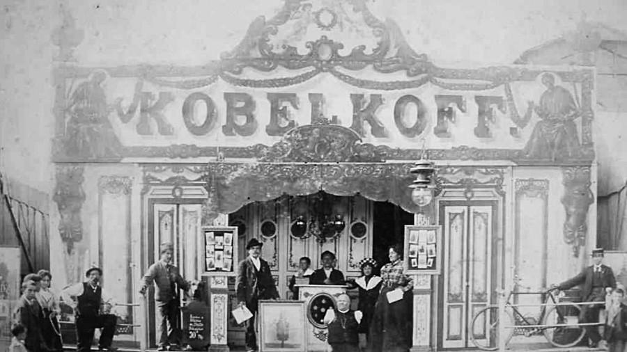 La famiglia Kobelkov nel padiglione privato al Prater di Vienna