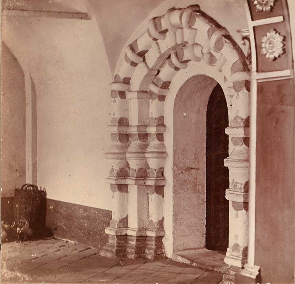 Monastero della Resurrezione. Cattedrale della Resurrezione, portale della cappella. Fotografia: Sergej Prokudin-Gorskij. Estate 1910