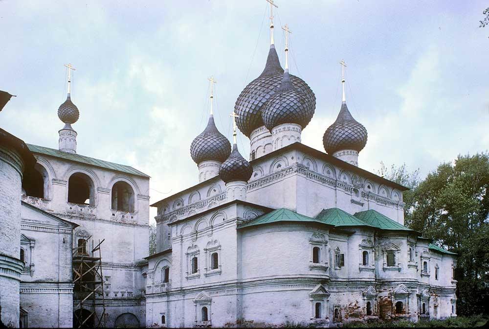 Monastero della Resurrezione. Cattedrale della Resurrezione con annessa Cappella di San Giacomo, vista sud-est. A sinistra: campanile con chiesa di Santa Maria d'Egitto. 9 agosto 1991