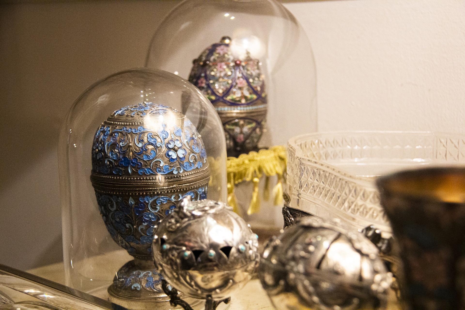 Ovos feitos por um joalheiro do ateliê de Fabergé.