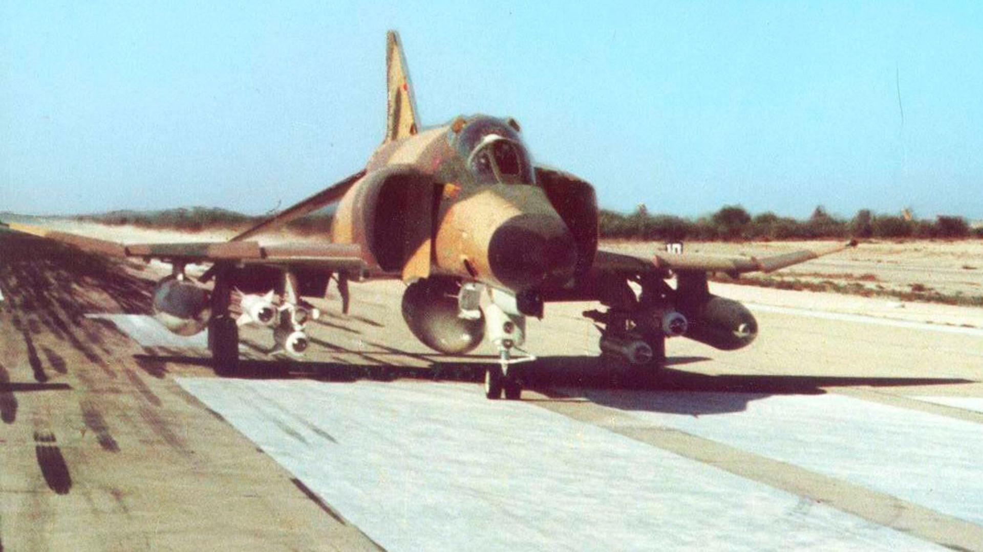 F-4E Phantom II da Força Aérea Imperial Iraniana.