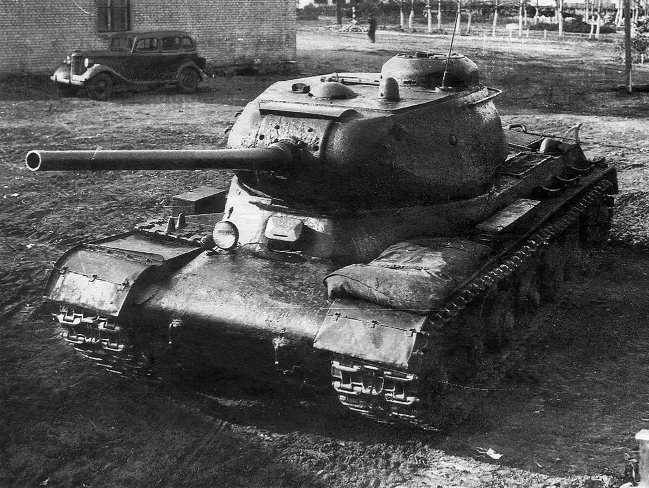 """Прототип на советски тежок тенк """"Јосиф Сталин 1"""" (ИС-1)"""