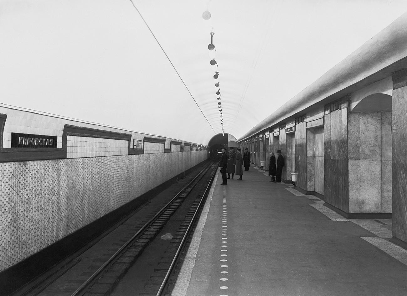 キーロフスカヤ駅のホーム