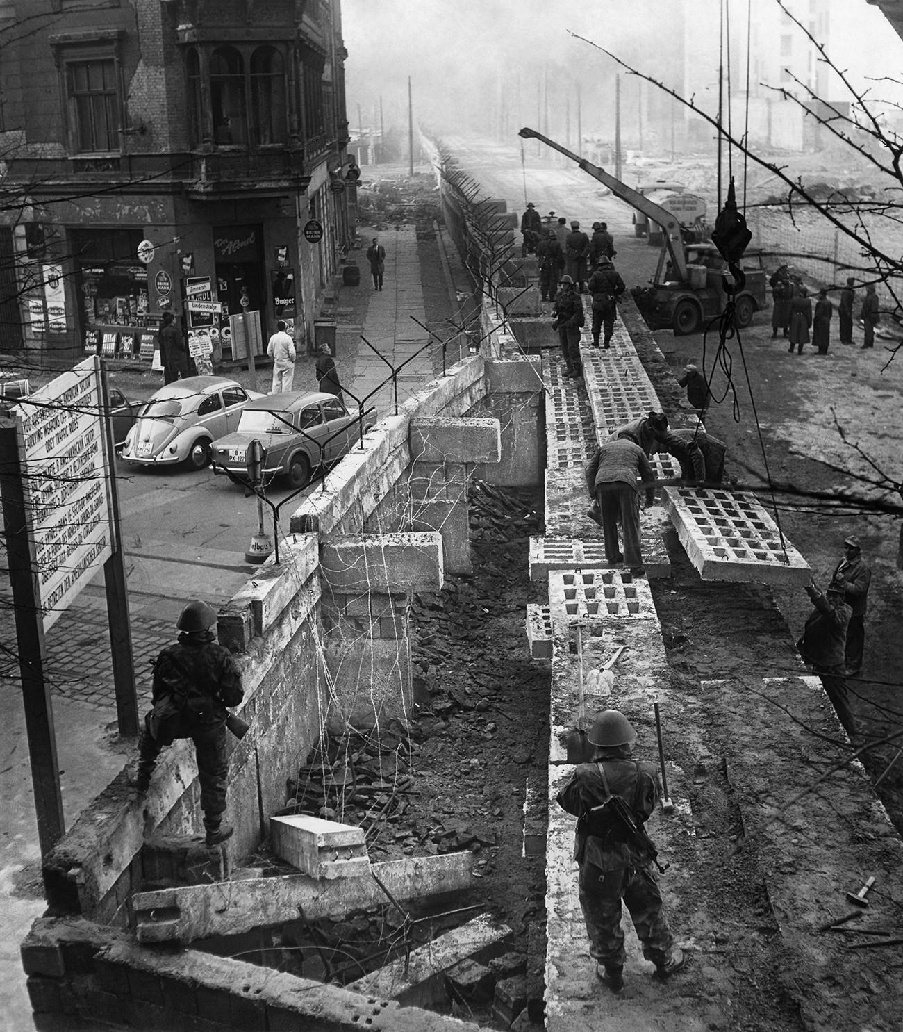 Источна Немачка, Берлин. Изградња зида.