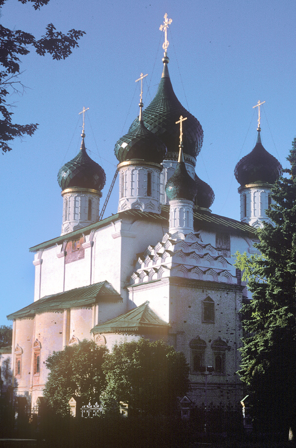 Yaroslavl. Church of Elijah the Prophet. Northeast view with Chapel of Sts. Gurias, Samonas & Abibus of Edessa. July 23, 1997.