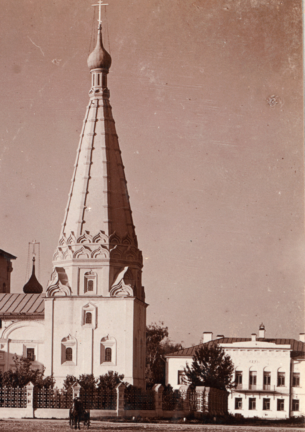 Yaroslavl. Church of Elijah the Prophet. Chapel of Deposition of the Robe, west view. Summer 1910.
