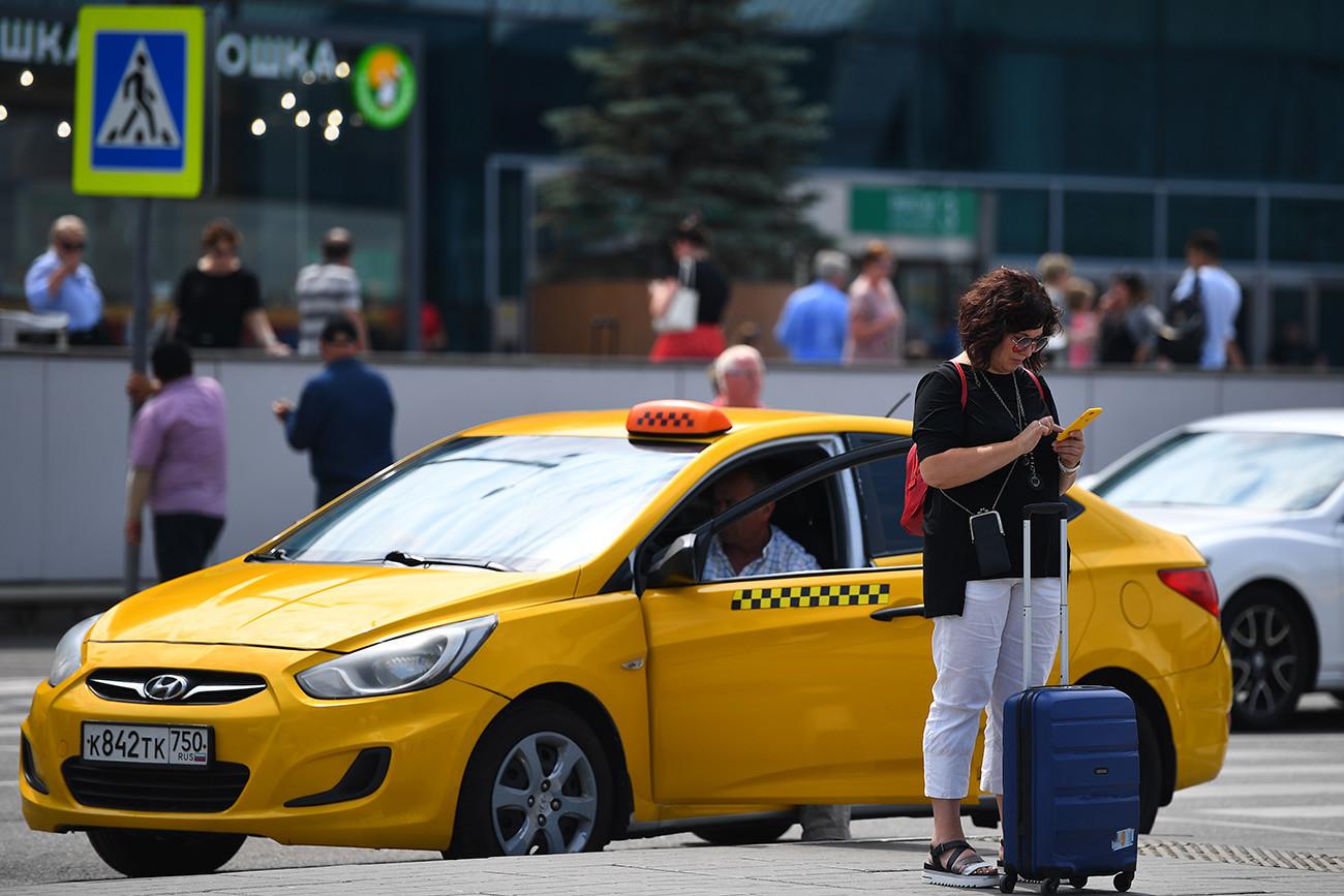 Potnica na letališču Domodedovo