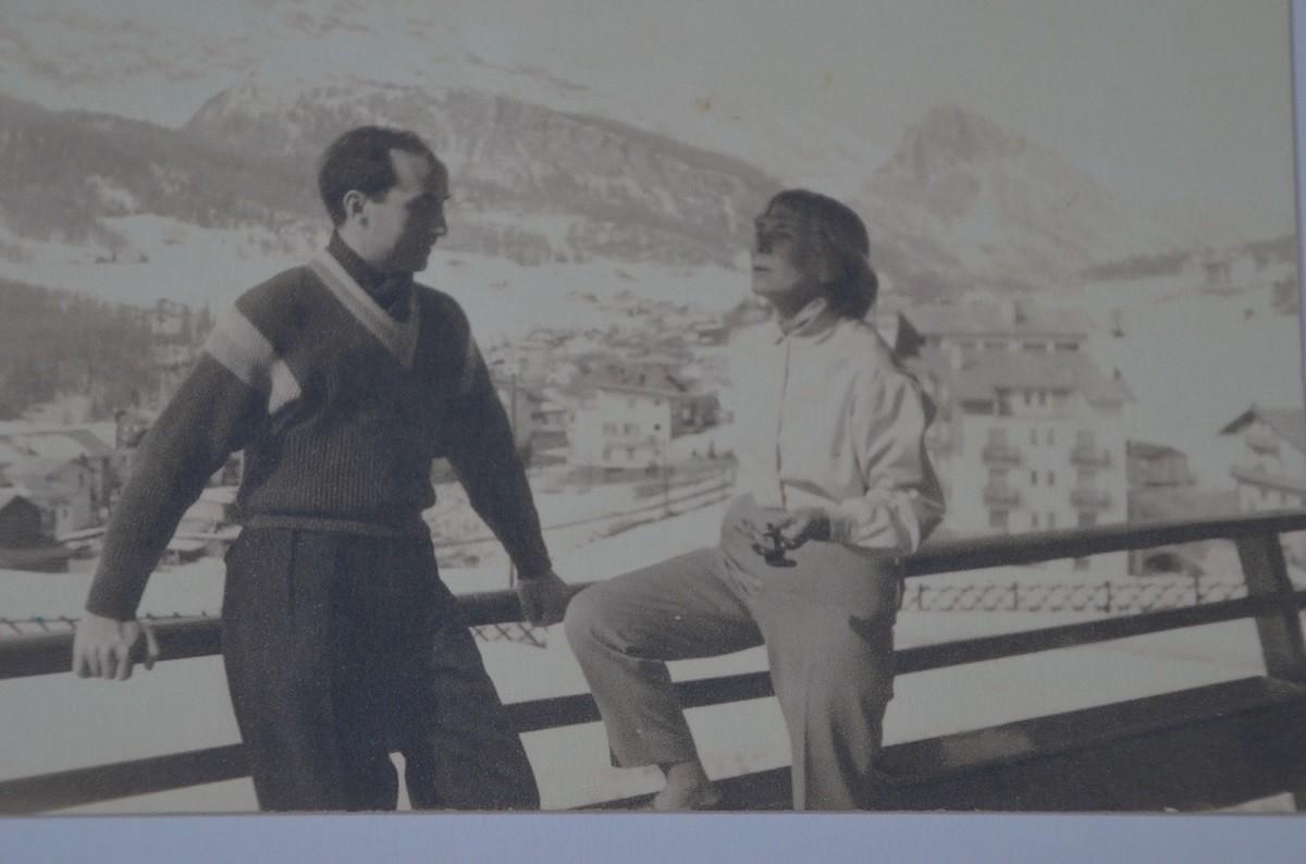 Gala Barbisan et Claude Simon, lauréat du prix Médicis 1967, à Cortina d'Ampezzo (Italie),1968.