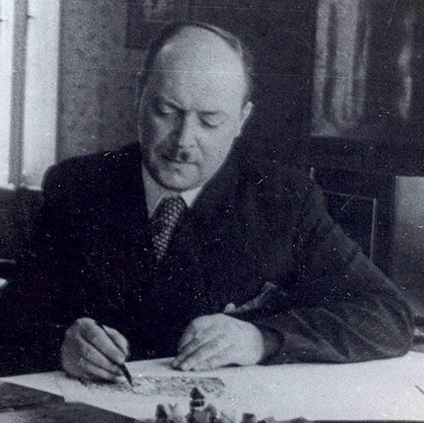 Художникът Вадим Лазаркевич в кабинета си