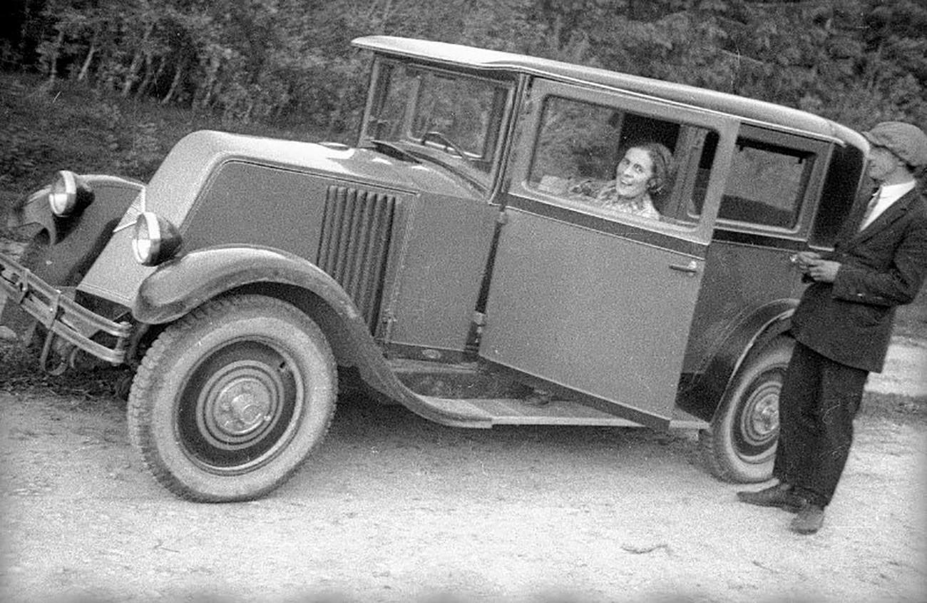 Lilja Brik in ihrem Auto, 1929