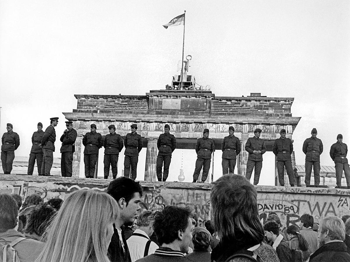 Kejatuhan Tembok Berlin.