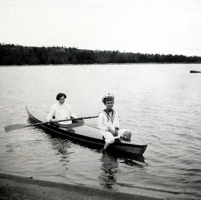 Tsarévitch Aleksêi com sua enfermeira, Aleksandra Tégleva