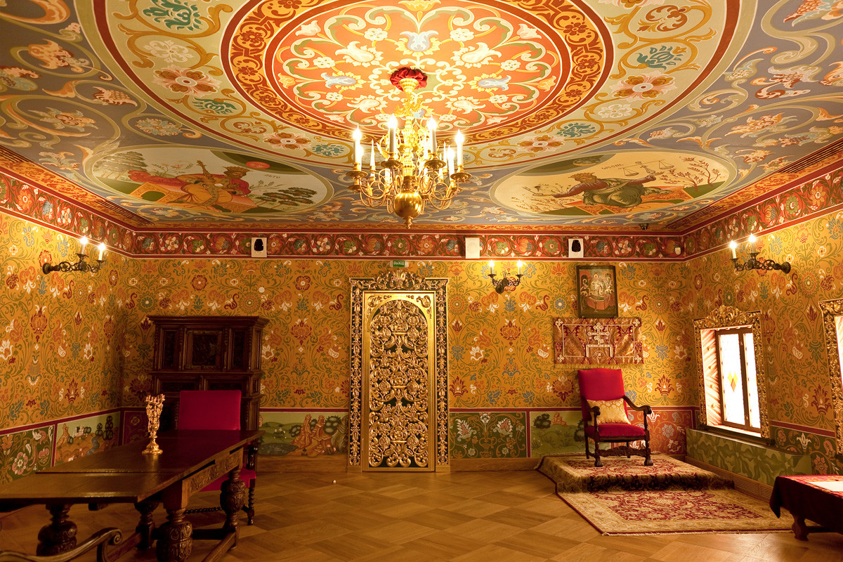 The tsarina's main chamber in the women's quarters of the tsar's palace (contemporary reconstruction in Kolomenskoe, Moscow)